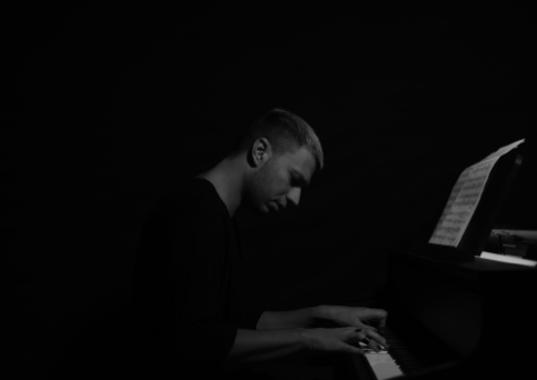 ALESSANDRO MARTINELLI pubblica oggi 'LOST SOUL – PERCEPTION', primo brano tratto dal disco al piano solo in arrivo il 26 febb (Memory Rec/Believe)